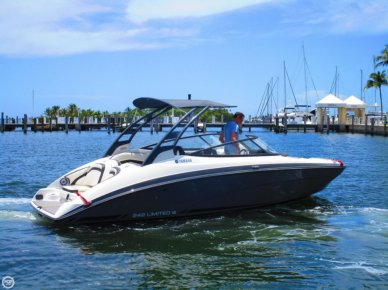 Yamaha 242 Limited S, 24', for sale - $49,500