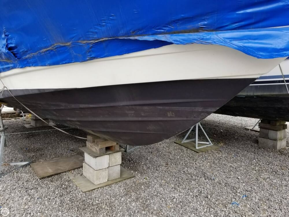 1995 Rinker boat for sale, model of the boat is 280 Fiesta Vee & Image # 5 of 28