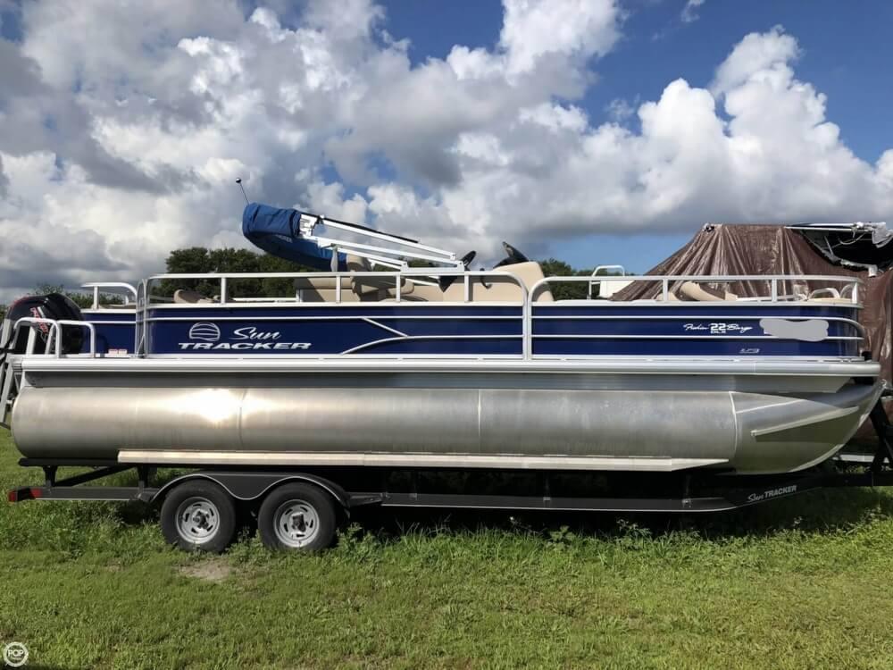 2017 Sun Tracker Fishin Barge 22 DLX For Sale
