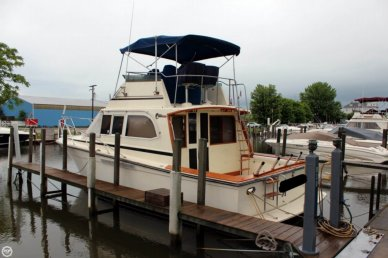 Egg Harbor Convertible, 33', for sale - $35,000