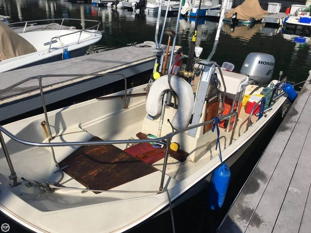 1986 Boston Whaler boat for sale, model of the boat is 17 Montauk & Image # 2 of 40