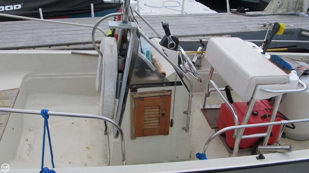 1986 Boston Whaler boat for sale, model of the boat is 17 Montauk & Image # 14 of 40