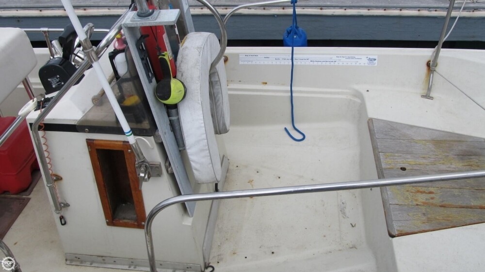 1986 Boston Whaler boat for sale, model of the boat is 17 Montauk & Image # 18 of 40