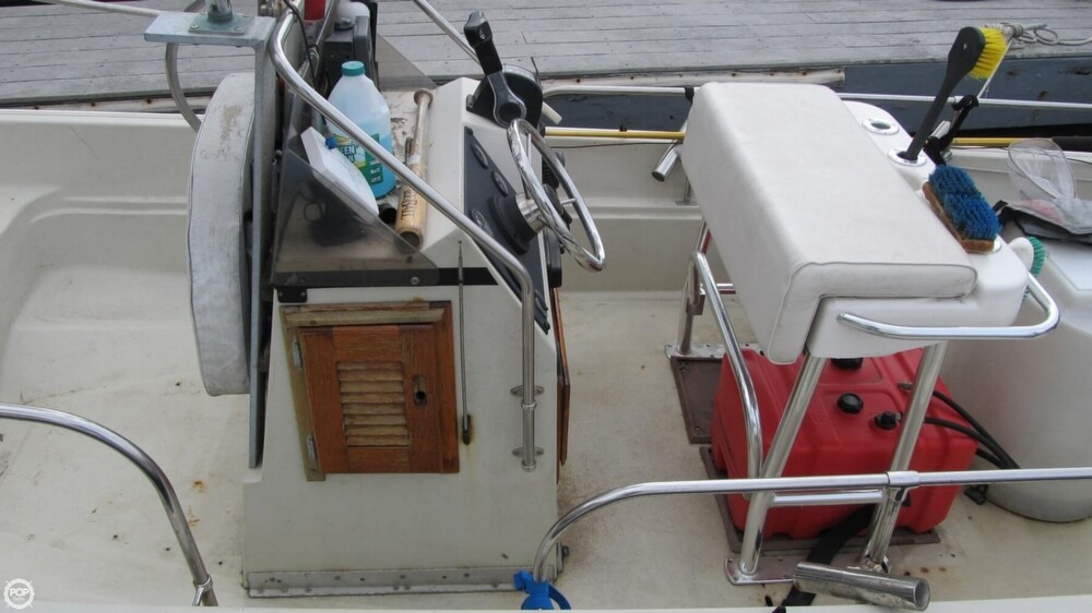 1986 Boston Whaler boat for sale, model of the boat is 17 Montauk & Image # 31 of 40