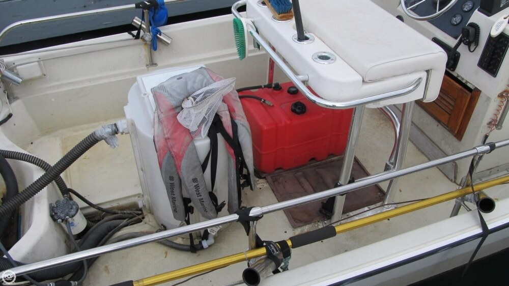 1986 Boston Whaler boat for sale, model of the boat is 17 Montauk & Image # 38 of 40