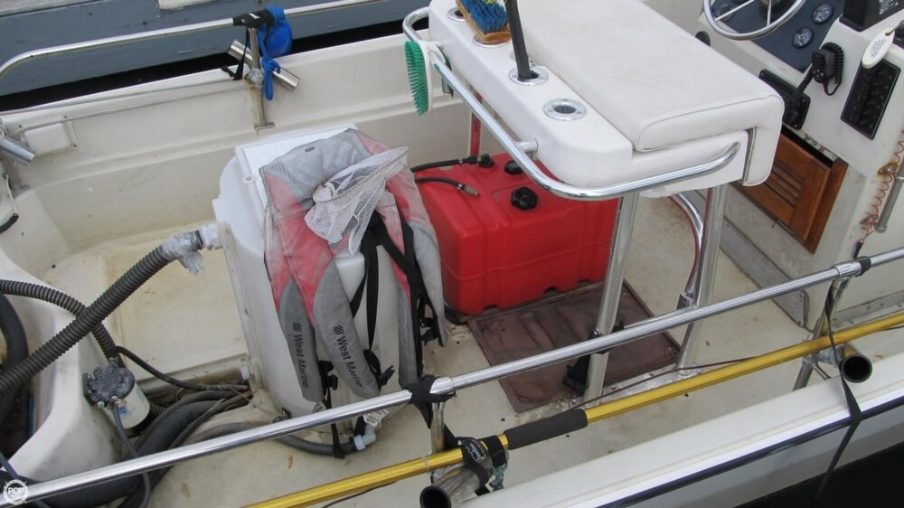 1986 Boston Whaler boat for sale, model of the boat is 17 Montauk & Image # 39 of 40