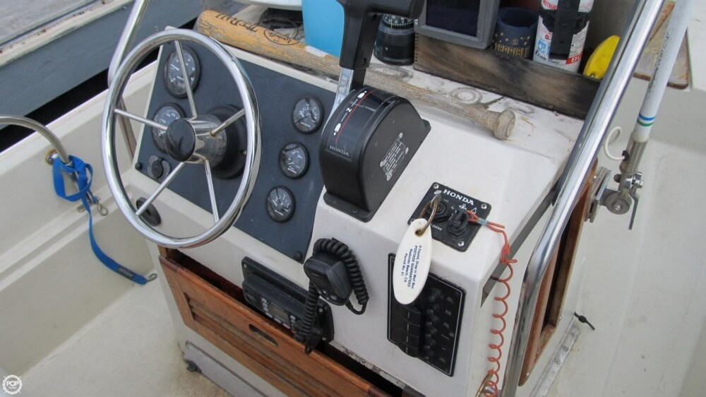 1986 Boston Whaler boat for sale, model of the boat is 17 Montauk & Image # 4 of 40