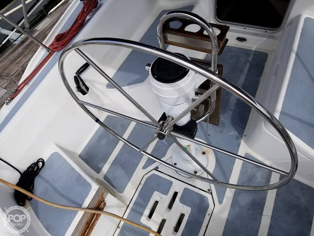 1989 Hunter boat for sale, model of the boat is 33.5 & Image # 27 of 40