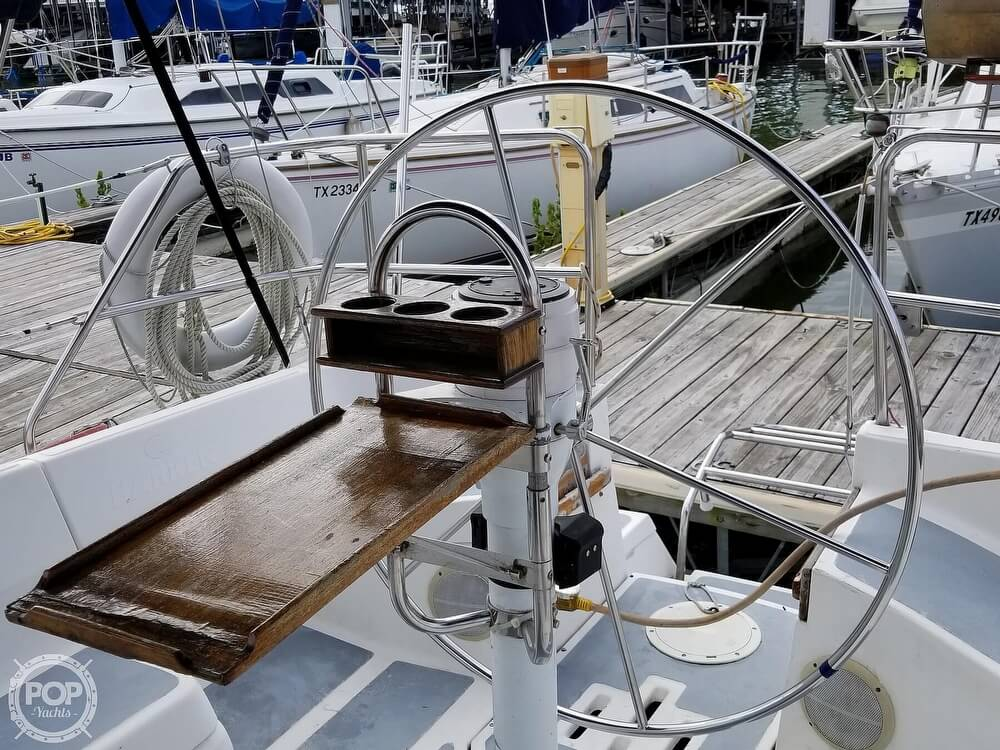 1989 Hunter boat for sale, model of the boat is 33.5 & Image # 34 of 40
