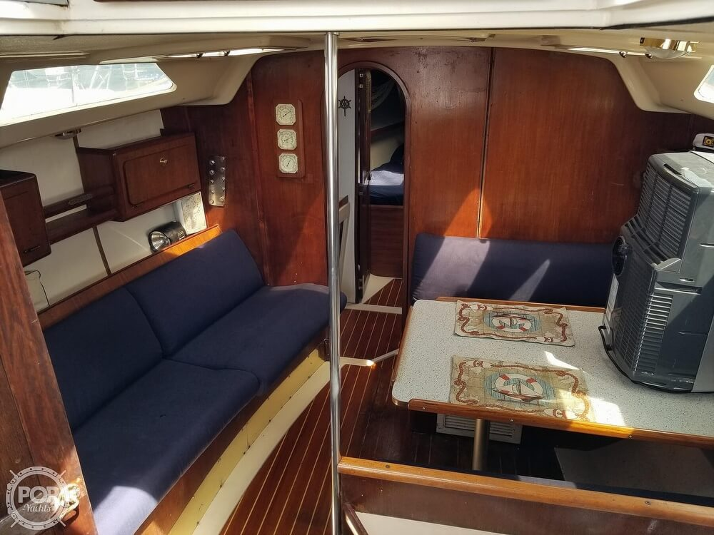 1989 Hunter boat for sale, model of the boat is 33.5 & Image # 13 of 40