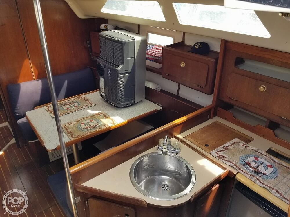 1989 Hunter boat for sale, model of the boat is 33.5 & Image # 17 of 40