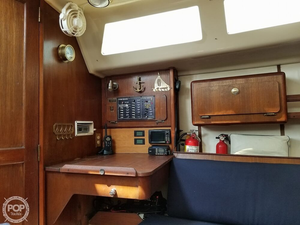 1989 Hunter boat for sale, model of the boat is 33.5 & Image # 20 of 40