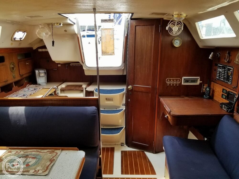 1989 Hunter boat for sale, model of the boat is 33.5 & Image # 10 of 40