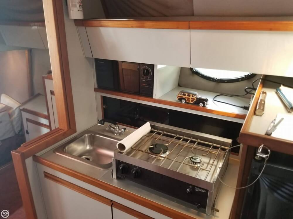 1990 Regal boat for sale, model of the boat is Commodore 320 & Image # 38 of 40