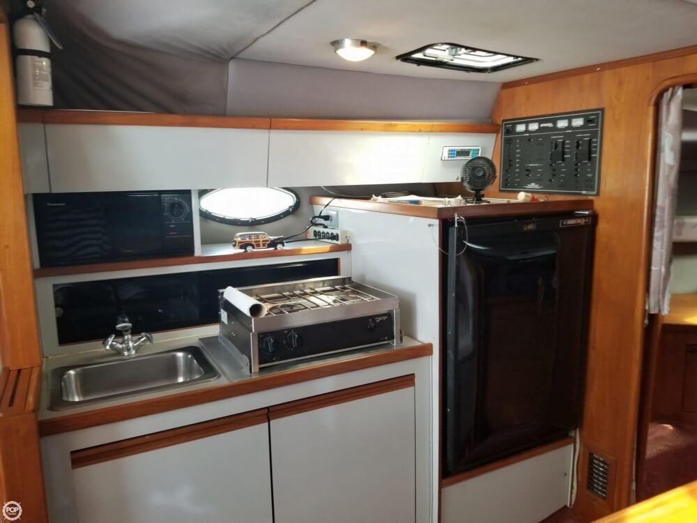 1990 Regal boat for sale, model of the boat is Commodore 320 & Image # 39 of 40