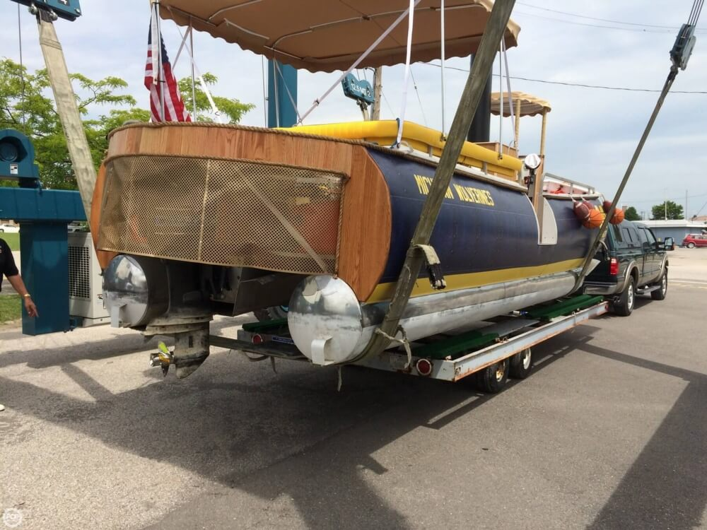 1992 Smoker Craft boat for sale, model of the boat is 28 & Image # 15 of 18
