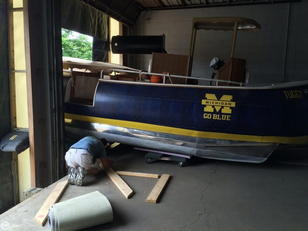 1992 Smoker Craft boat for sale, model of the boat is 28 & Image # 17 of 18