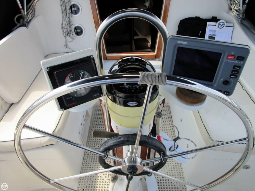 1981 Hunter boat for sale, model of the boat is 30 Cherubini & Image # 6 of 40