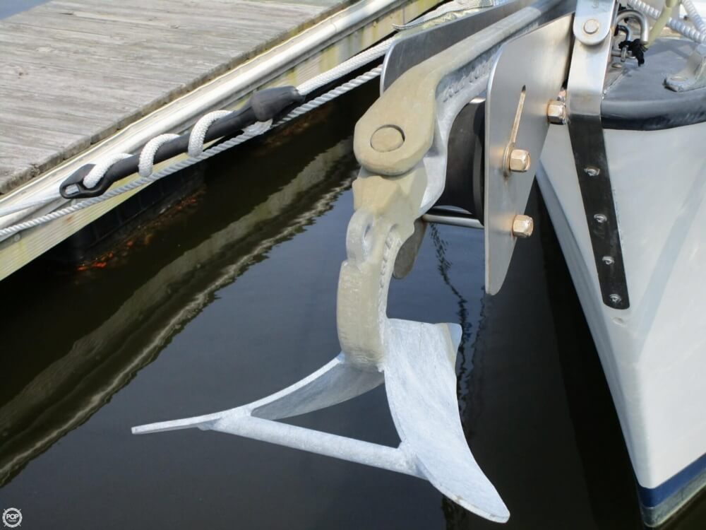 1981 Hunter boat for sale, model of the boat is 30 Cherubini & Image # 9 of 40