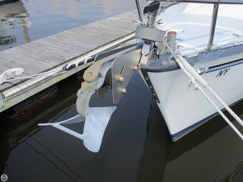 1981 Hunter boat for sale, model of the boat is 30 Cherubini & Image # 10 of 40