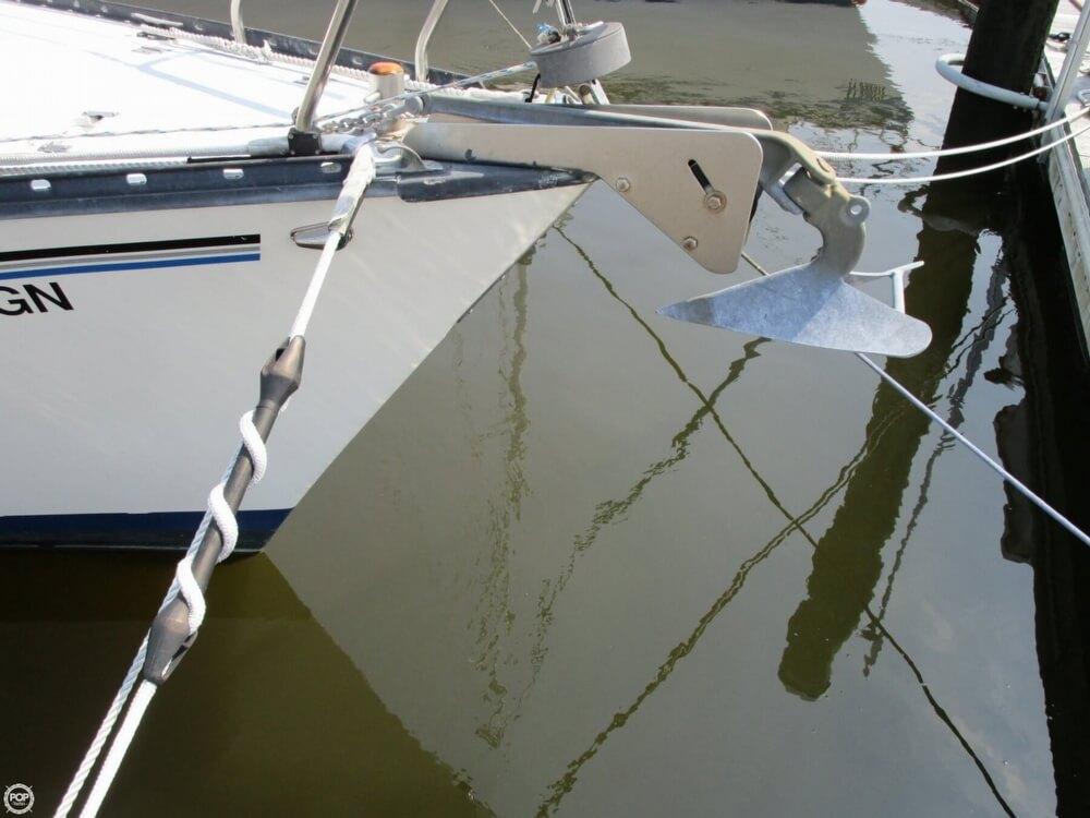 1981 Hunter boat for sale, model of the boat is 30 Cherubini & Image # 11 of 40