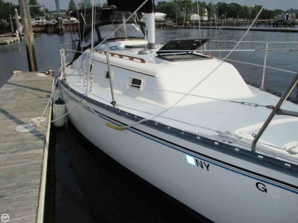 1981 Hunter boat for sale, model of the boat is 30 Cherubini & Image # 13 of 40