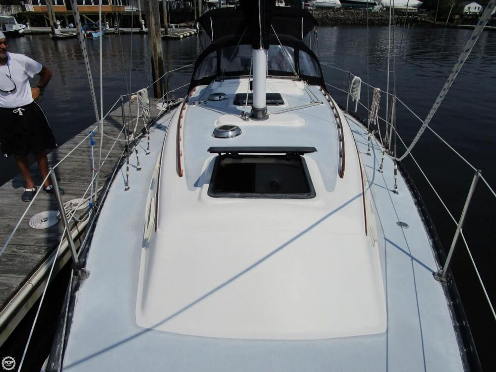 1981 Hunter boat for sale, model of the boat is 30 Cherubini & Image # 19 of 40