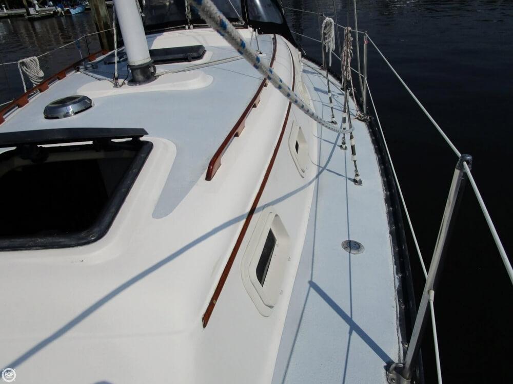 1981 Hunter boat for sale, model of the boat is 30 Cherubini & Image # 21 of 40