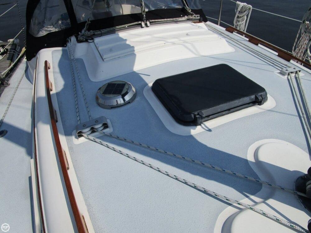 1981 Hunter boat for sale, model of the boat is 30 Cherubini & Image # 28 of 40