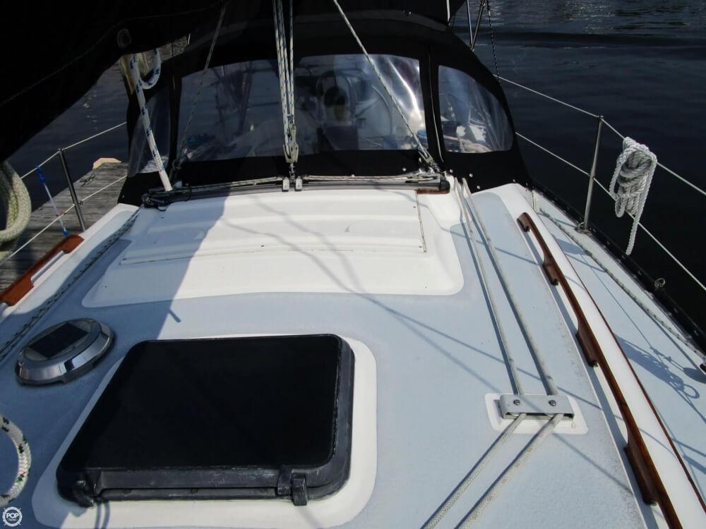 1981 Hunter boat for sale, model of the boat is 30 Cherubini & Image # 33 of 40