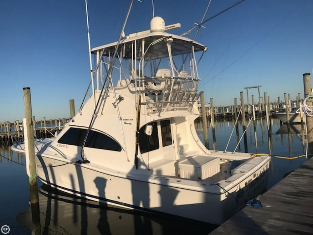 2007 Luhrs boat for sale, model of the boat is Convertible 36 & Image # 4 of 40