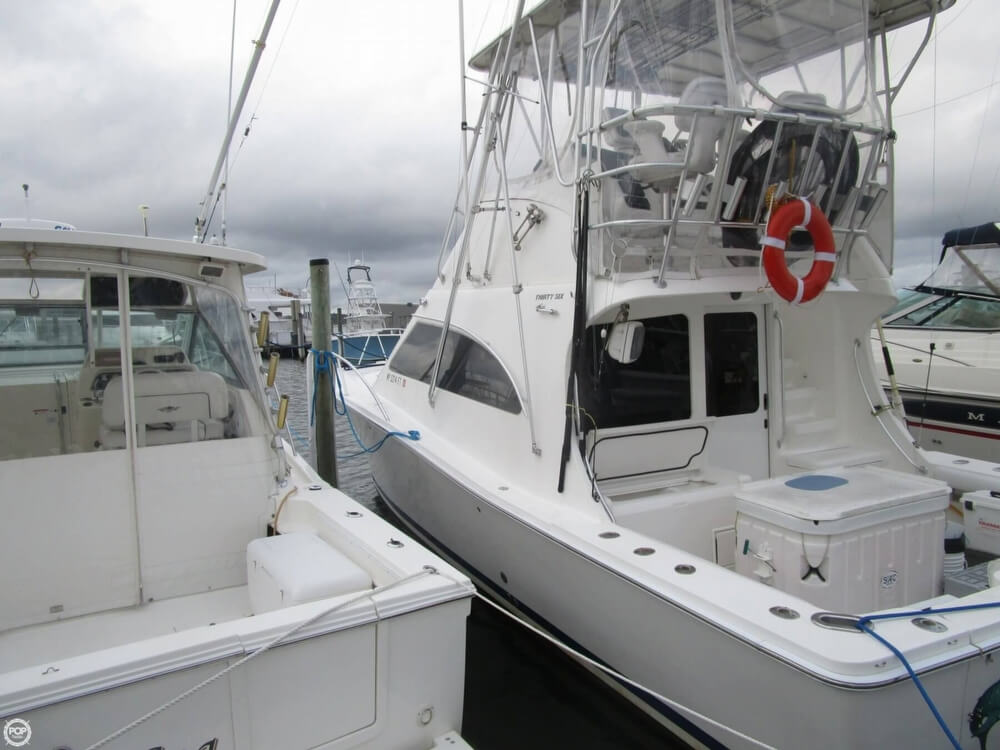 2007 Luhrs boat for sale, model of the boat is Convertible 36 & Image # 14 of 40