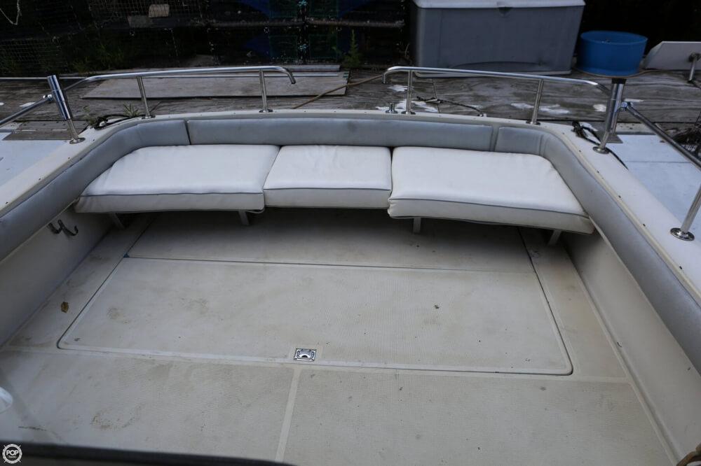 1986 Tiara Yachts boat for sale, model of the boat is 2700 Continental & Image # 3 of 40