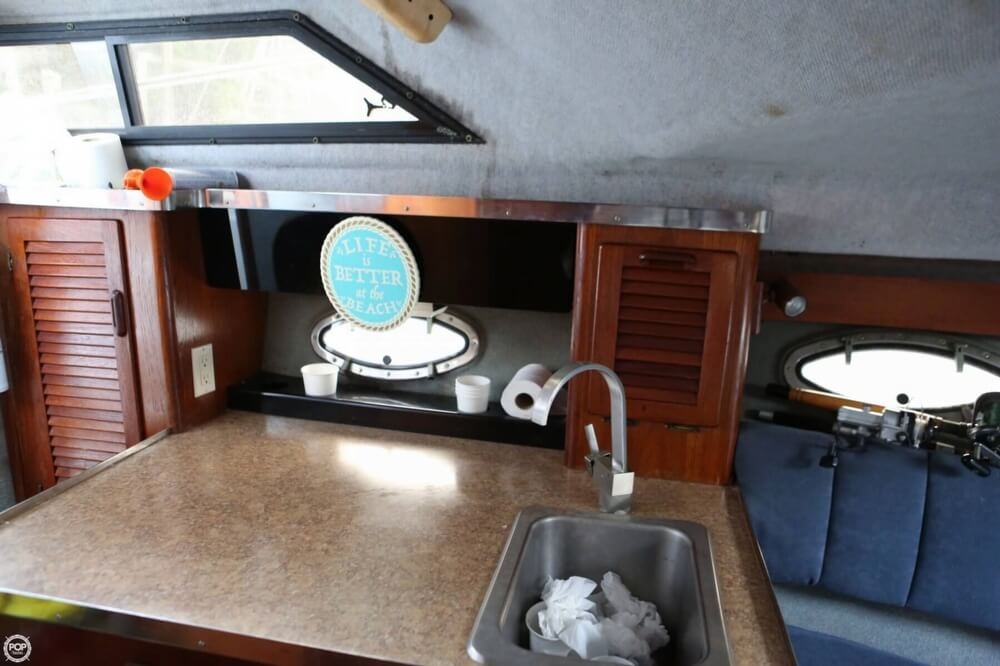 1986 Tiara Yachts boat for sale, model of the boat is 2700 Continental & Image # 7 of 40