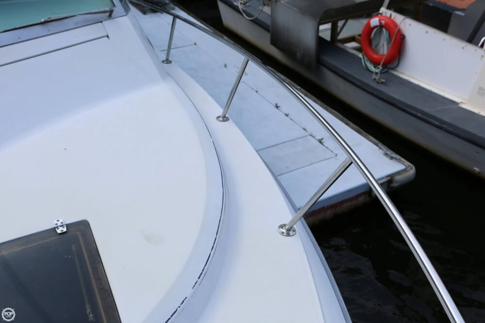 1986 Tiara Yachts boat for sale, model of the boat is 2700 Continental & Image # 39 of 40