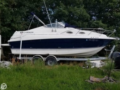 Larson 240 Cabrio Mid Cabin Cruiser, 240, for sale
