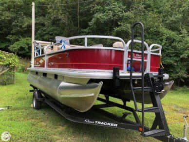 Sun Tracker 20 Bass Buggy DLX, 20', for sale - $22,500