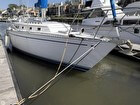 1983 CAL 35 Cruiser Starboard Bow