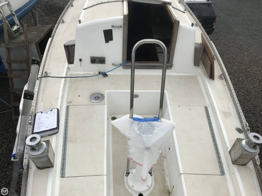 1966 Pearson boat for sale, model of the boat is Vanguard 33 & Image # 23 of 40