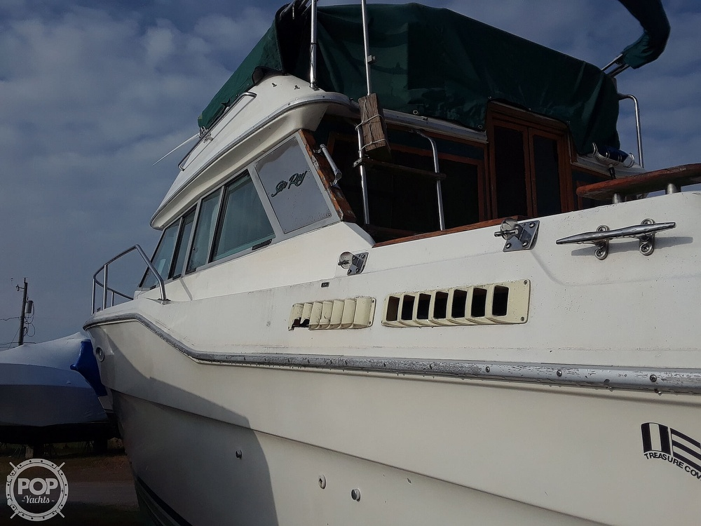 1985 Sea Ray boat for sale, model of the boat is 300 Sedan Bridge & Image # 10 of 40