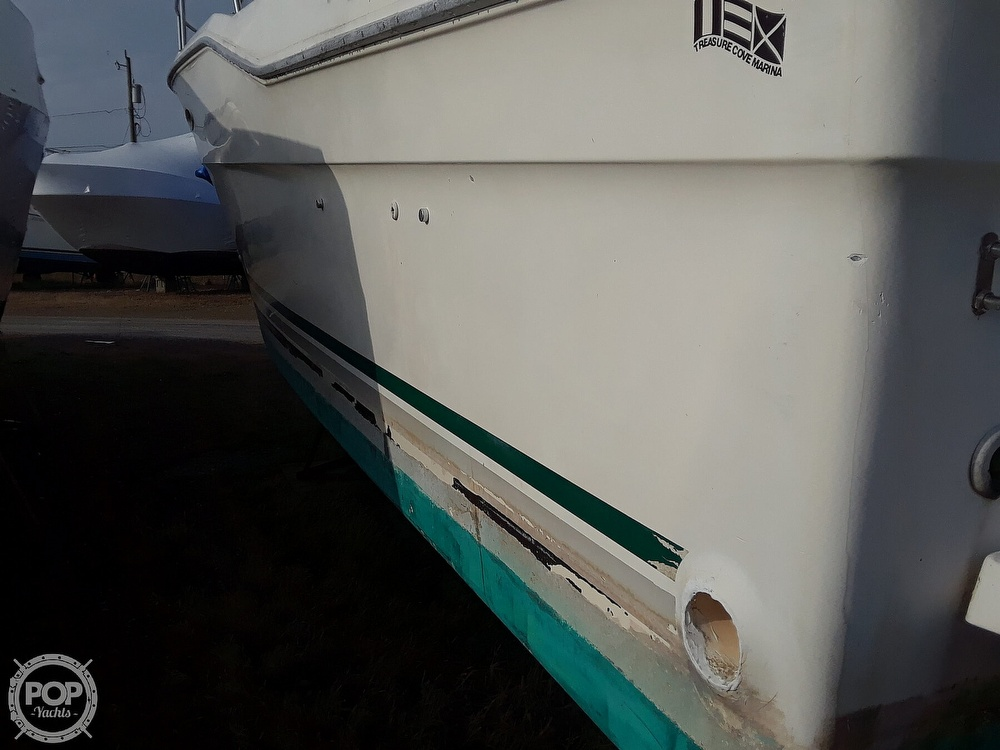 1985 Sea Ray boat for sale, model of the boat is 300 Sedan Bridge & Image # 8 of 40