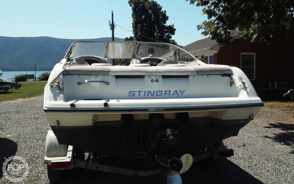 2005 Stingray boat for sale, model of the boat is 230LX & Image # 5 of 41