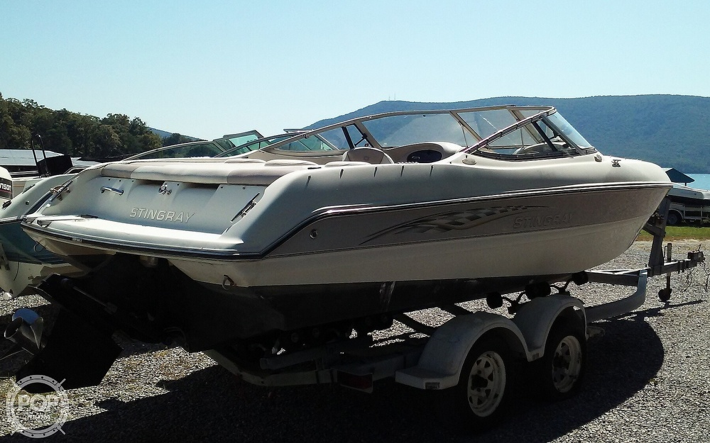 2005 Stingray boat for sale, model of the boat is 230LX & Image # 26 of 41