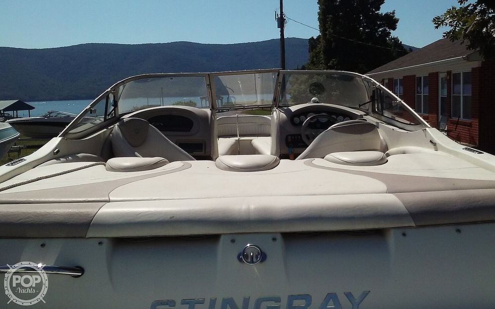 2005 Stingray boat for sale, model of the boat is 230LX & Image # 8 of 41