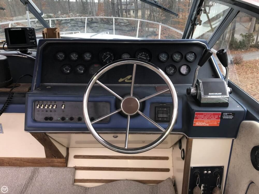1988 Sea Ray boat for sale, model of the boat is 300 Sundancer & Image # 37 of 40