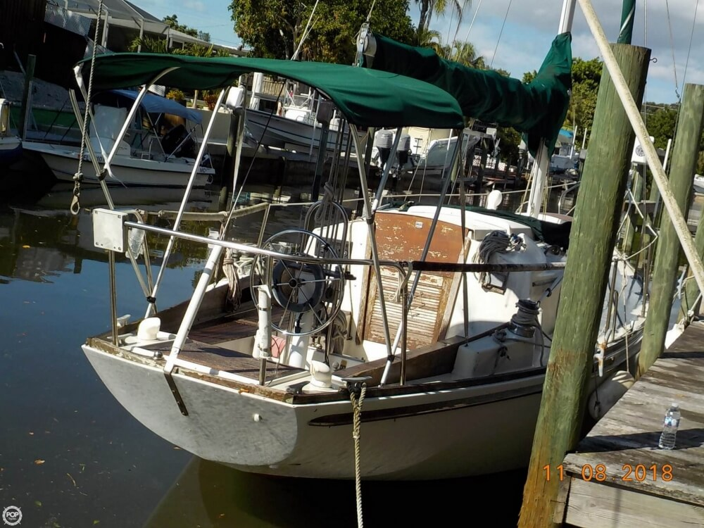 1976 Bristol boat for sale, model of the boat is 32 & Image # 4 of 40