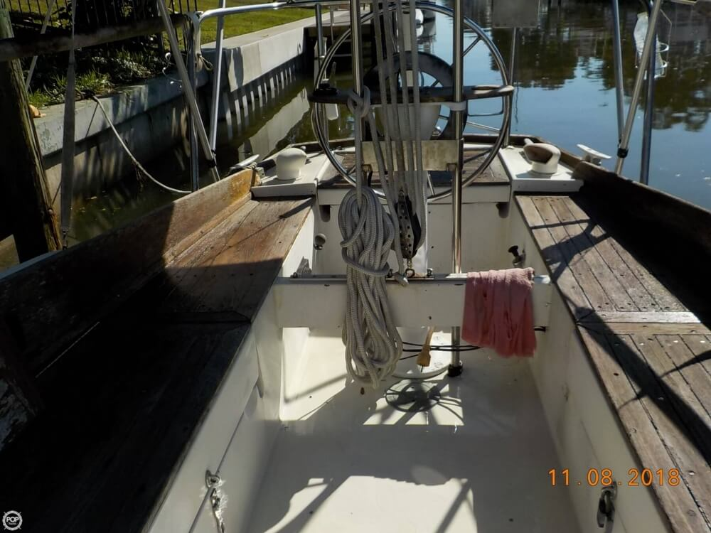 1976 Bristol boat for sale, model of the boat is 32 & Image # 7 of 40