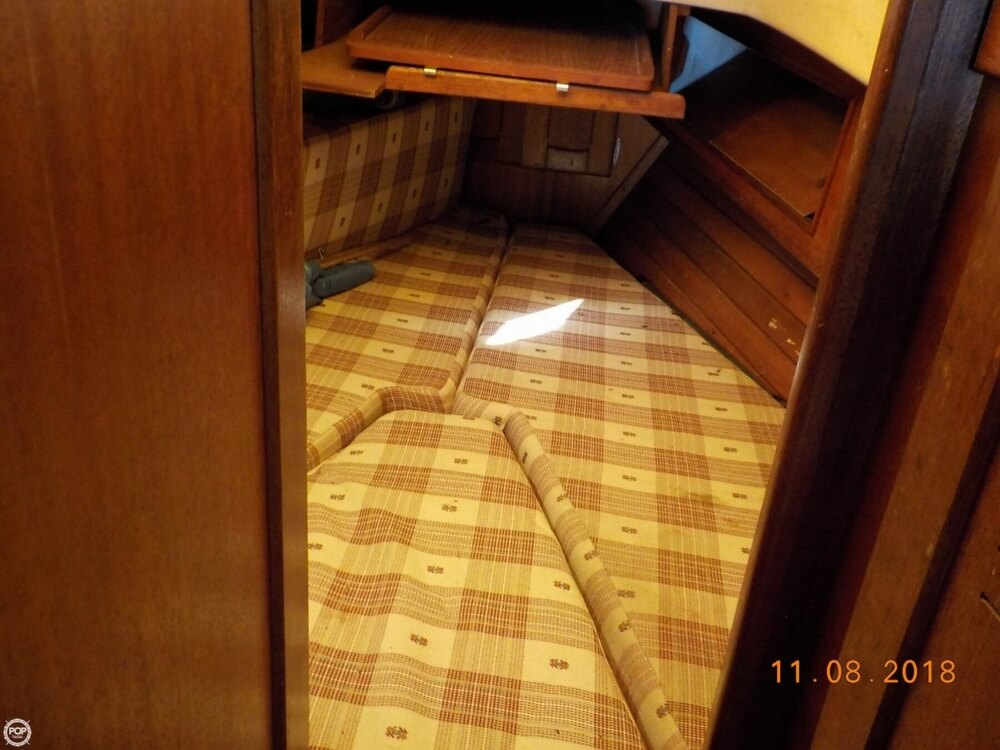 1976 Bristol boat for sale, model of the boat is 32 & Image # 11 of 40