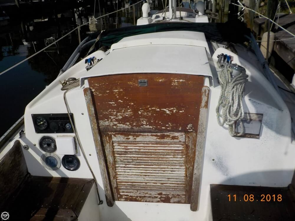1976 Bristol boat for sale, model of the boat is 32 & Image # 17 of 40