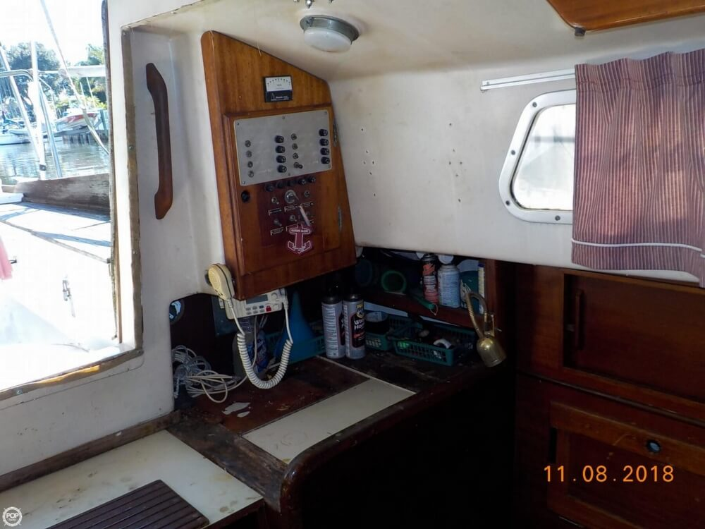 1976 Bristol boat for sale, model of the boat is 32 & Image # 27 of 40